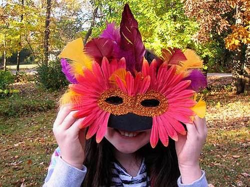 маскарадная маска из перьев