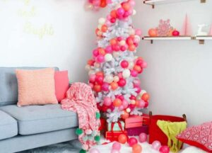 елка с воздушными шарами