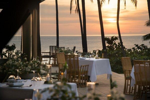 ресторан Thalung Thai, расположенный на вершине скалы Камале с видом на Андаманское море